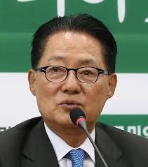 ▲ 박지원 대표가 안철수 의원의 당대표 선출 소식을 전하며 '충격이 이만저만 아니에요'라는 글을 SNS에 게재해 논란이 일었다.