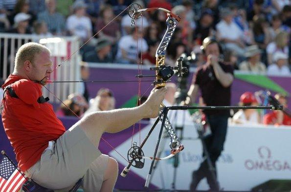 장애인 올림픽 양궁선수 팔이 없어