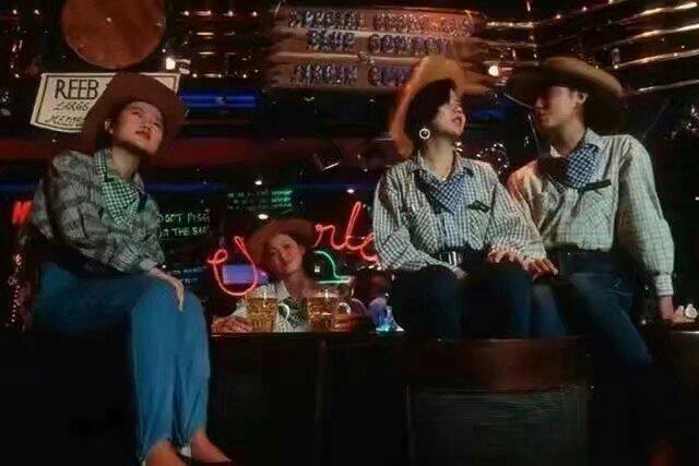 술집의 미녀들