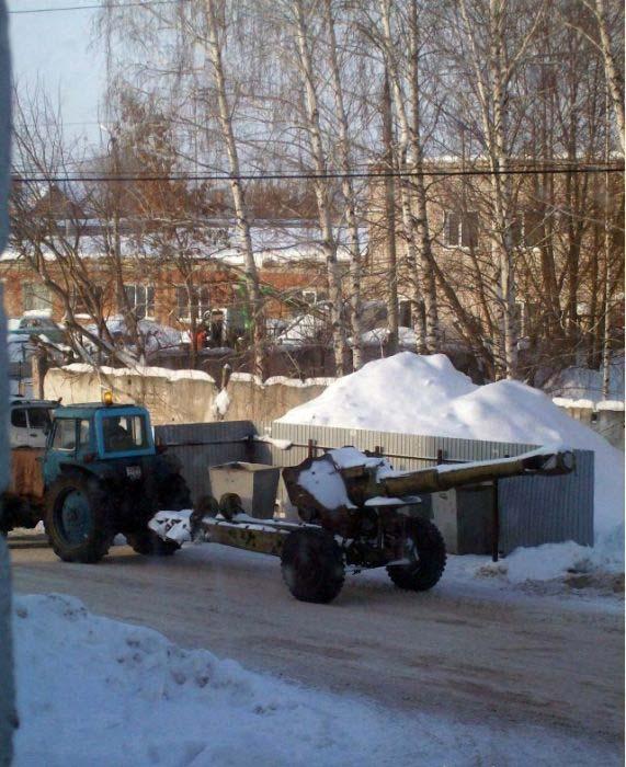 대포를 운반하는 트럭