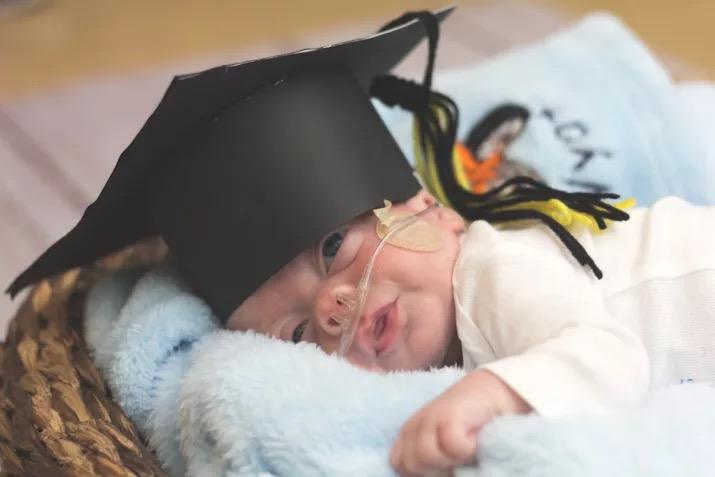 신생아들의 졸업사진