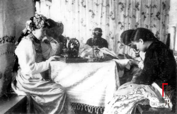 위만시기 일하고 있는 러시아 여성들