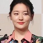 ▲ K-9 사격훈련 중 순직한 국군들에 위로금을 전달한 배우 이영애 씨