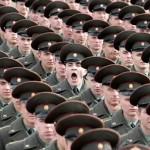 하품하는 군인