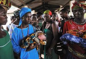아프리카 난산으로 사망한 여성 - 아기