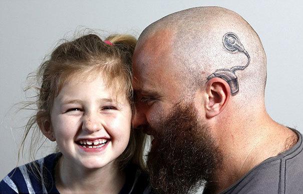 자녀들을 위해 문신을 한 부모