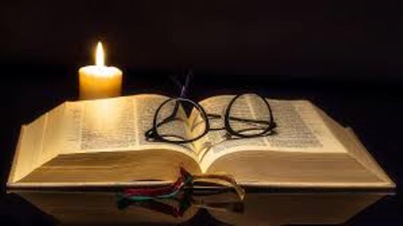 ▲ 조두순이 올초에 구입한 성경을 손에 쥐고 하루 하루를 보내고 있다는 근황이 알려졌다.