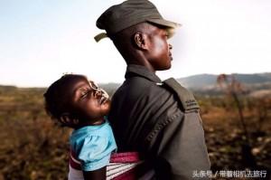 어미 코뿔소가 살해당한 모습을 목격한 아기 코뿔소
