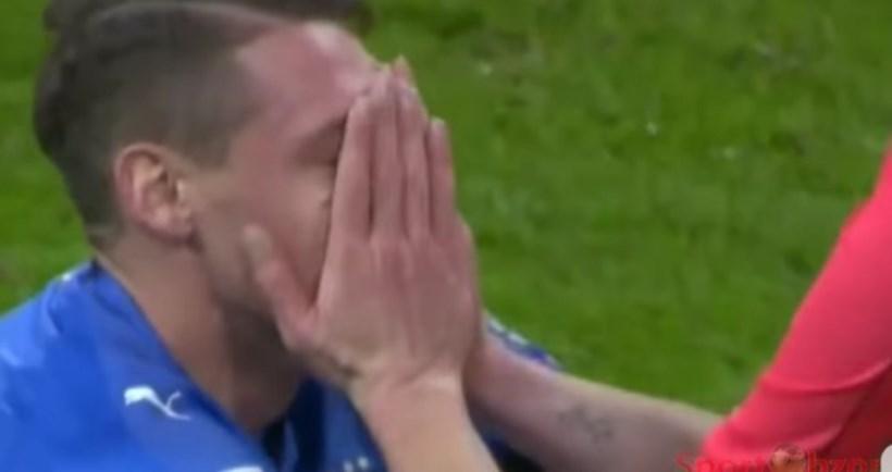▲ 얼굴을 감싸며 슬픔에 잠긴 이탈리아 선수
