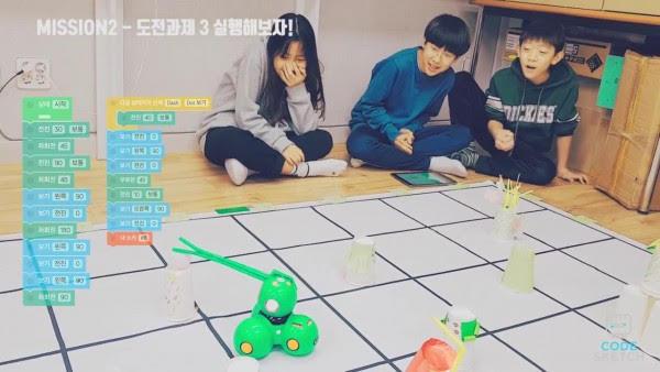 - 참가 어린이들이 계획한 코딩을 실코딩 로봇 대시를 이용하여 실행
