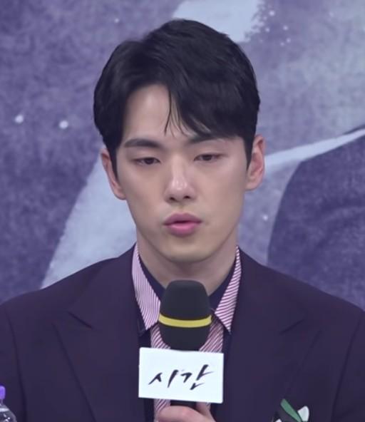 드라마 '시간' 제작발표회에 때 김정현의 모습