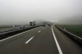 20대 남성이 차량 6대와 연속으로 부딪혀 사망하는 사고가 발생했다.