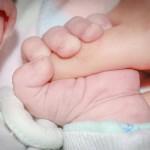 미국 애리조나 주에서 식물인간 상태인 환자가 아이를출산해 논란이 일고 있다.